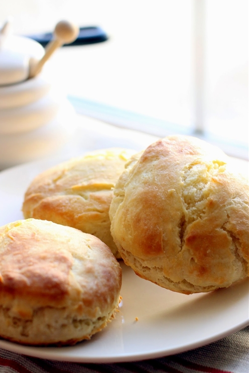 Fluffy Buttermilk Biscuits with Honey Butter