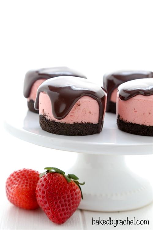 No Bake Mini Strawberry Cheesecakes