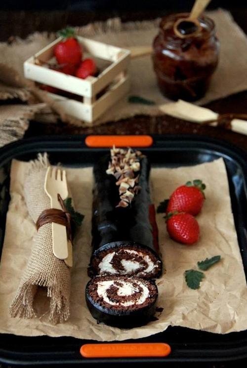 Chocolate cake, cream and strawberries