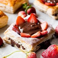 4-Ingredient Chocolate Strawberry Tartlets