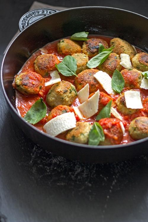 Quinoa-chickpea balls in tomato sauce