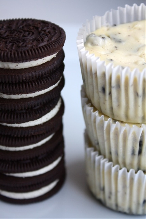 Oreos & Cream Cheesecake Cupcakes
