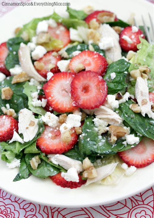 Strawberry and Chicken Spinach Salad recipe | Chefthisup