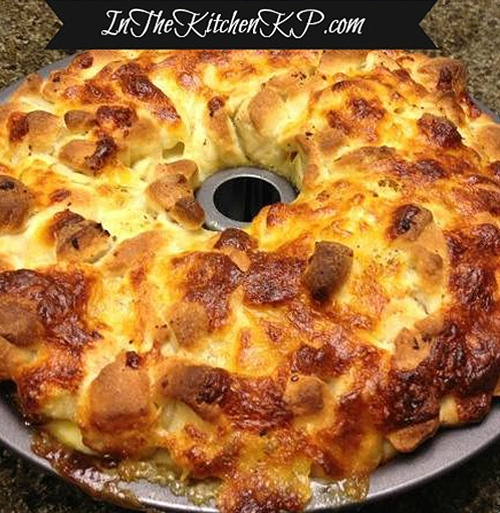 Pepperoni & Mozzarella Pizza Pull Apart Bread Tailgate