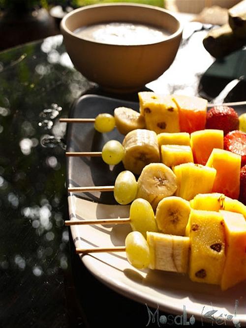 Fruit skewers and coconut yogurt dip