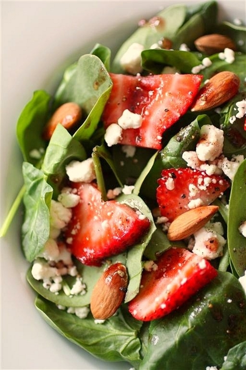 Spinach, strawberry, and goat cheese salad... recipe | Chefthisup