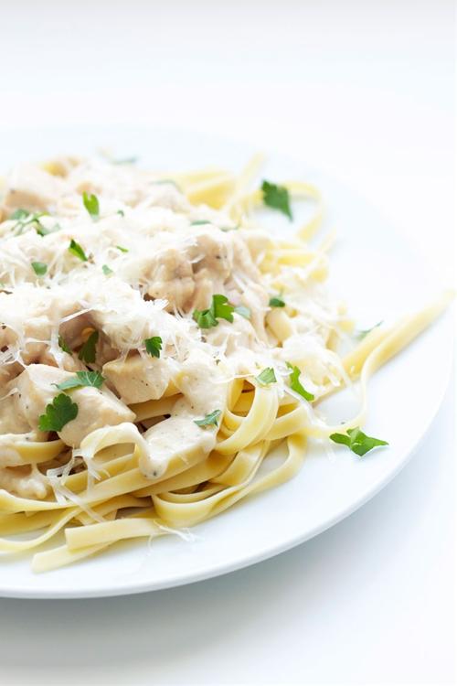Skinny Chicken Fettuccine Alfredo