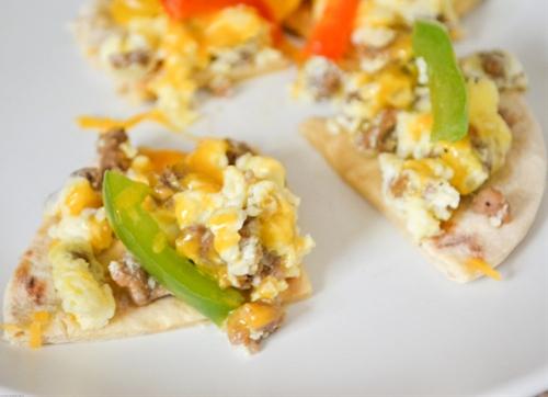Microwave breakfast flatbread pizza