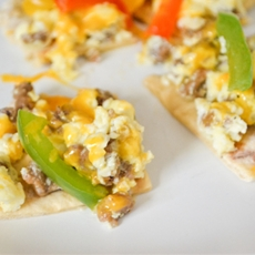 Microwave breakfast flatbread pizza