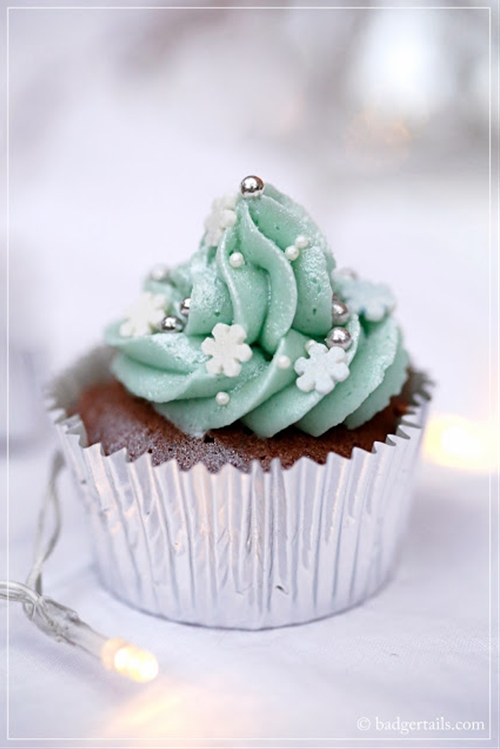 Chocolate Cupcakes with Peppermint Ice Frosting