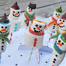 Yummy Snowman Marshmallow Pops