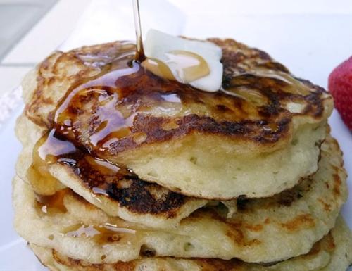 Four Ingredients Greek Yogurt Pancakes