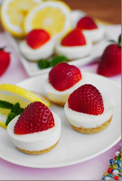 No bake strawberry lemonade bites recipe chefthisup for Canape cup fillings
