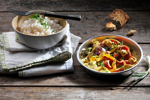 Chicken with vegetables, curry and cream cheese