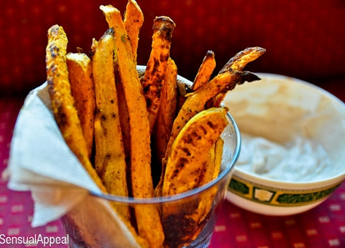 Spicy sweet potato fries with cinnamon sugar dip recipe | Chefthisup