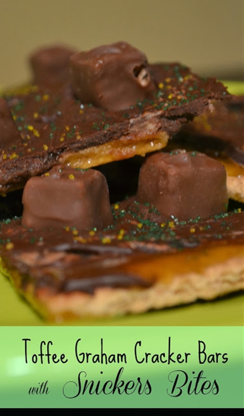 Toffee Graham Cracker Bars with Snickers Bites